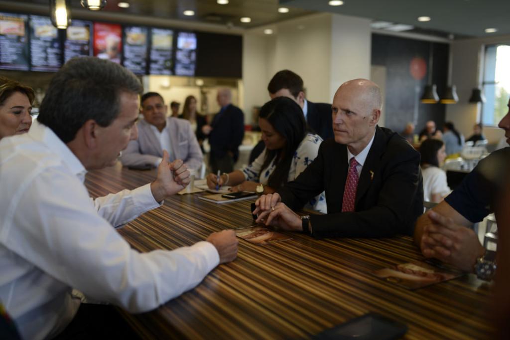 Felipe Pérez met up with Florida Governor Rick Scott.