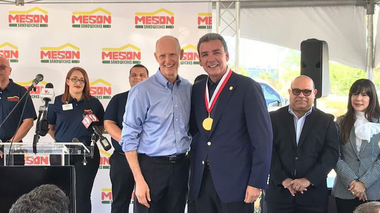 Florida Gov. Rick Scott awarded the Governor's Business Ambassador medal to Meson president Felipe Pérez-Grajales.